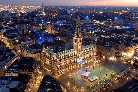 Hansestadt Hamburg_Rathaus (Dunkelheit hell leuchtend)