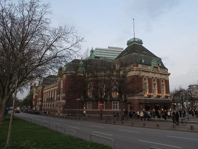 Laeiszhalle_Hamburg_ (Abendvorstellung und Aussenbeleuchtung) (1)