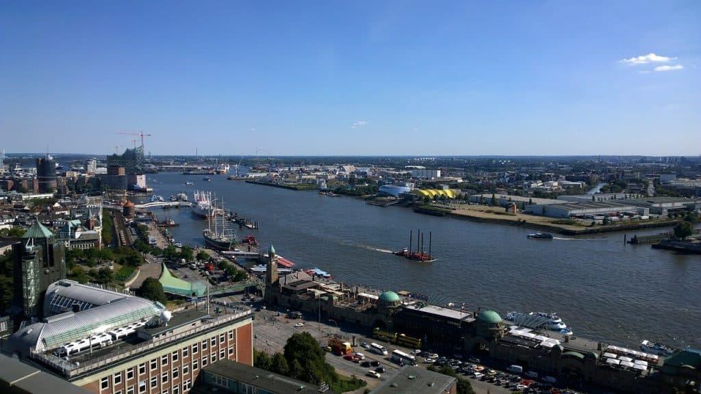 landungsbrücken HH (Blick von oben frühling 2015)