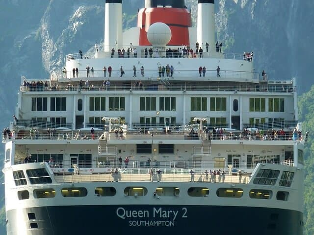 RMS Queen Mary 2 in Hamburg 2015